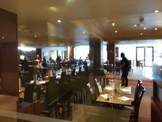 Clayton Hotel Manchester Airport: dining room