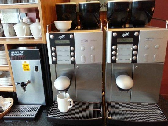 Clayton Hotel Manchester Airport : coffee machine