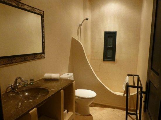 Riad Bouchedor: salle de bain