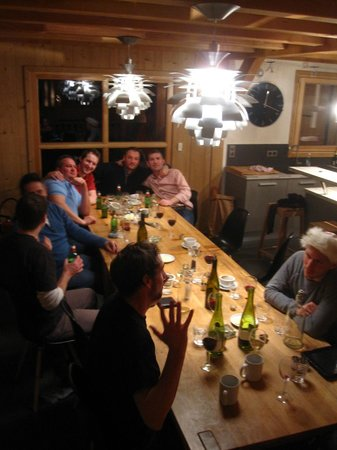 More Mountain - Chalet Jirishanca : Finishing dinner