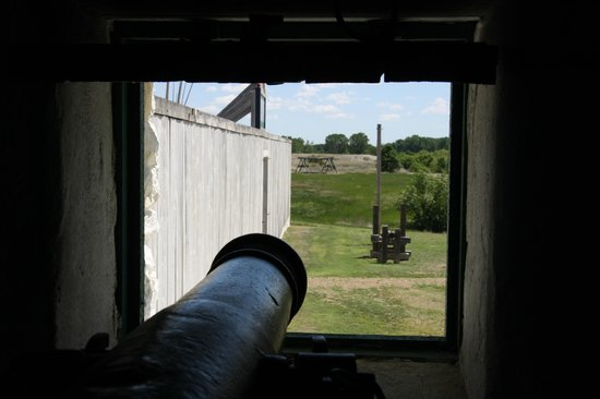 Fort Union Trading Post: Wall and cannon
