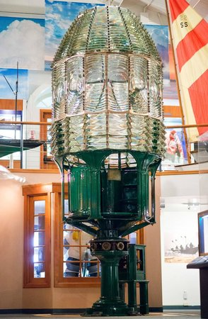 Santa Barbara Maritime Museum: Point Conception Lighthouse Lens