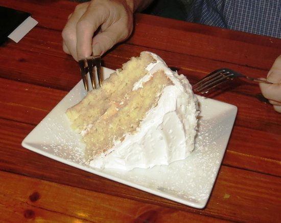 Timbers Restaurant and Fish Market: Coconut cake at Timbers