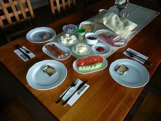 Kuznia Hotelik: Завтрак на троих