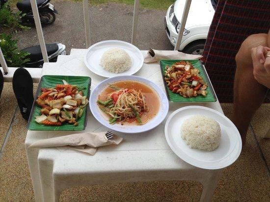 At Aonang Guesthouse: Essen vom Restaurant nebenan