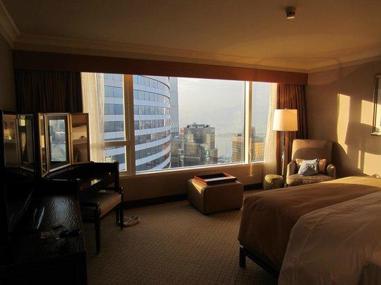 Conrad Hong Kong : Bedroom in corner suite