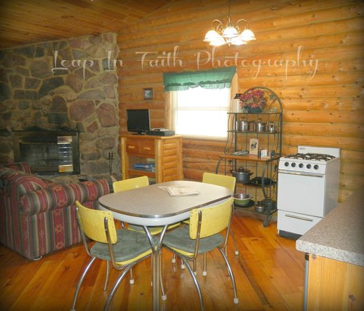 Camp 20 Cabins: Rustic Romance Cabin open concept