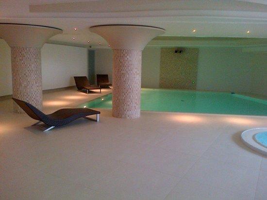 Valle di Assisi: piscina con idromassaggio
