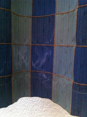 Campanile Brussels Vilvoorde: Stains on the curtains