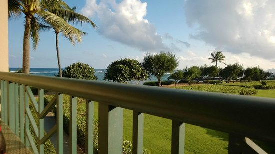 Waipouli Beach Resort: Ocean View from H Building 2nd Floor - nice but somewhat blocked