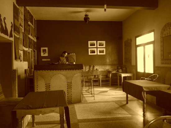 Abertih Hotel Restaurant : l'entrée et la salle de repas