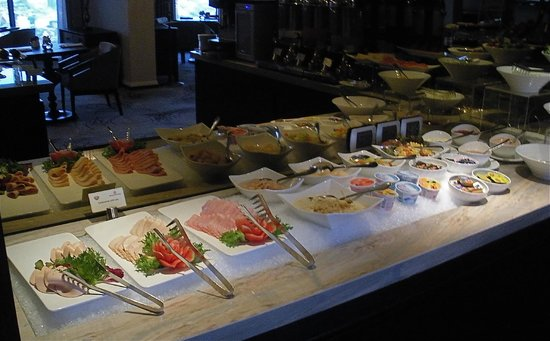 Royal Orchid Sheraton Hotel & Towers: the breakfast buffet  in the Tower Lounge