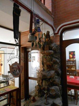 Hotel Maison Suisse : Detalhe do jardim interno