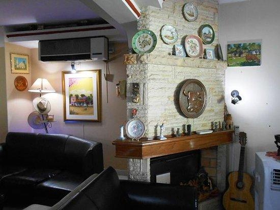 Hotel Maison Suisse : Sala de estar