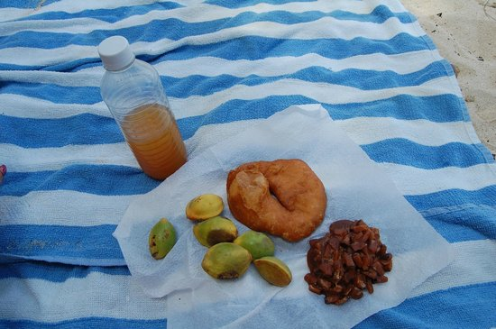 Brewer's Bay: Lunch under a shade tree