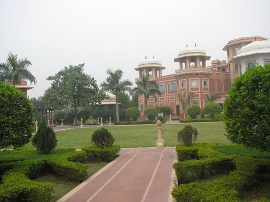 Orient Taj: Hotel Grounds