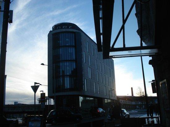 Sleeperz Hotel Cardiff: Fachada do hotel