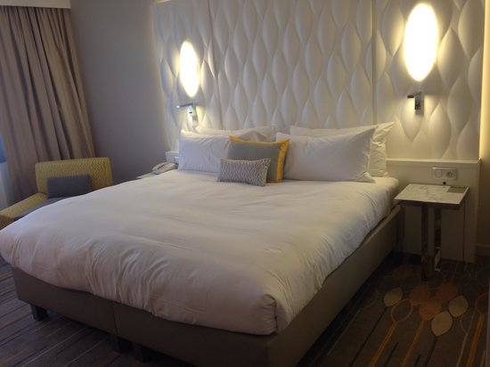 Renaissance Aix-en-Provence Hotel : City view room