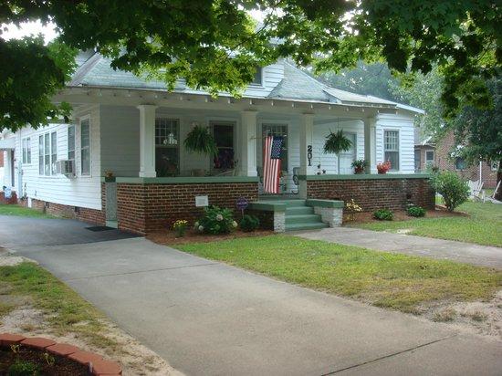 The Bailey House Bed & Breakfast: Main Street