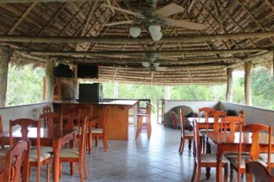 Kiskadee Lodge : Main dining room