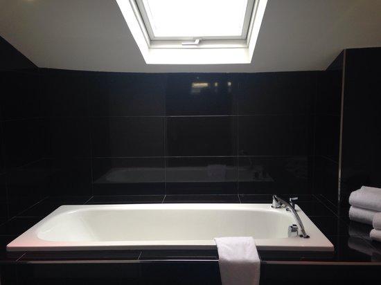 Hotel Le Canberra: Suite prestige bathroom