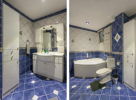 Urban Hostel: Shared bathroom