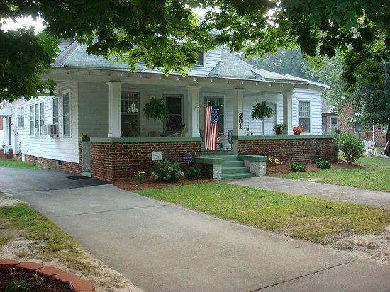 The Bailey House Bed & Breakfast: Main and Pender Street