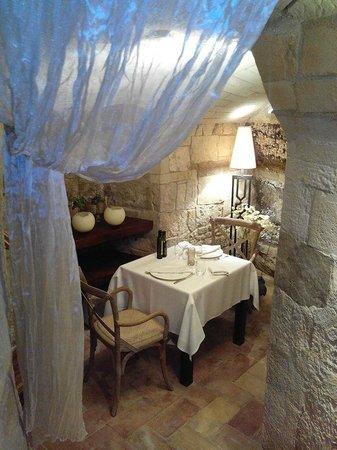 El Cau de Sant Llorenç: En el corazón de nuestro restaurante, un rincón encantador para una velada íntima en pareja...