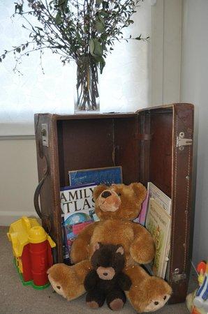 Angoby's of Kyneton: Toy box.......kid friendly