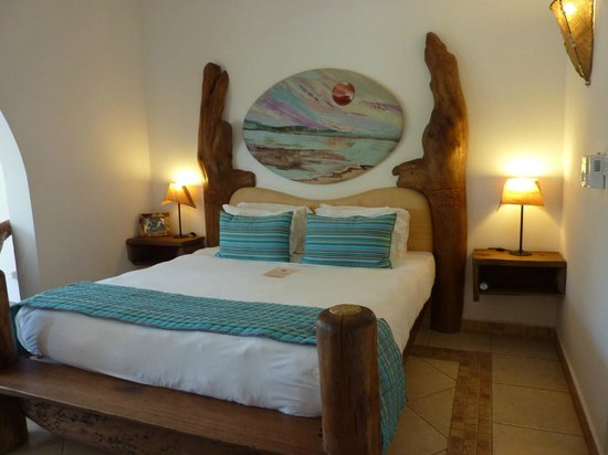 "AfroChic Diani : The ""Ocean Gift"" room"