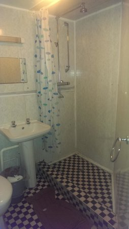 Limegrove Hotel : Our shared Bathroom.