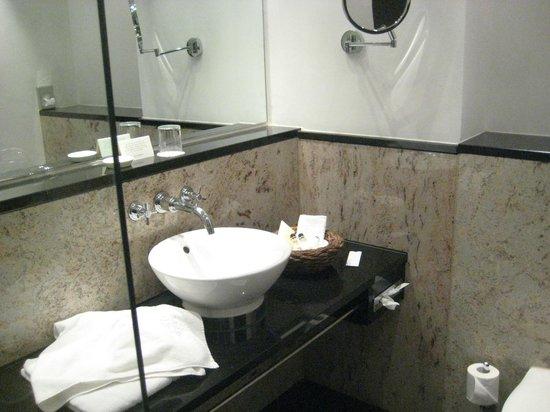 Steigenberger Hotel Metropolitan: Ванная