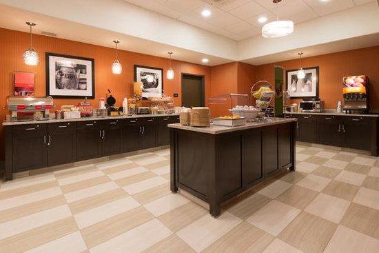 Hampton Inn & Suites Albuquerque North/I-25: breakfast area