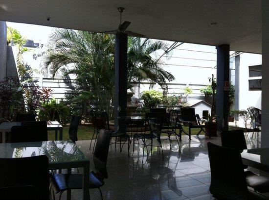 Hotel Brandt Ejecutivo Colonial Los Robles: Zona central