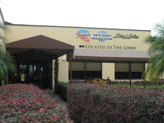 Rosen Inn International : Entrance from rooms