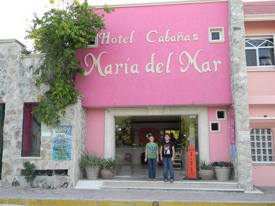Cabanas Maria Del Mar: Front of Hotel