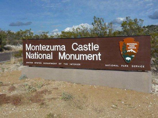 Montezuma Castle National Monument: Entrance Sign