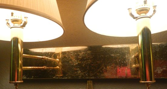 Claremont Kissimmee Hotel: rusty, non functional fixtures