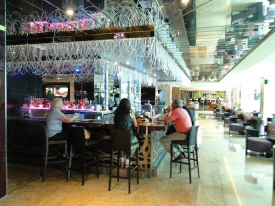 Hard Rock Hotel Panama Megapolis: Otro de los bares...