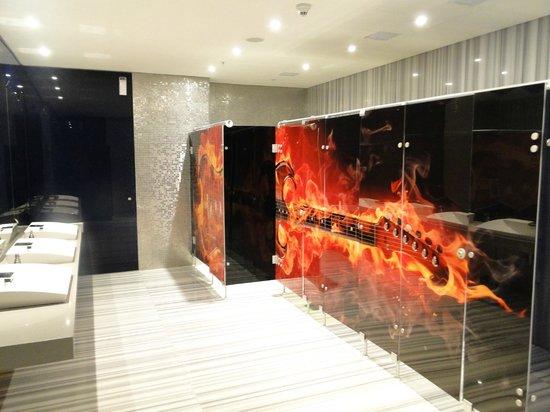 Hard Rock Hotel Panama Megapolis: Uno de los baños de la planta baja.. muy original !!!
