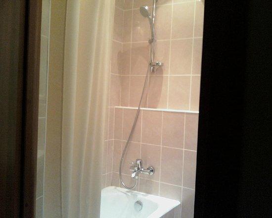 Hotel Molodyozhny : Ванная