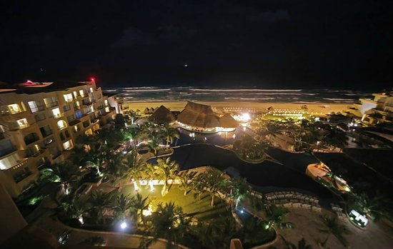 Fiesta Americana Condesa Cancun All Inclusive: View of the pool/beach from the 7th floor