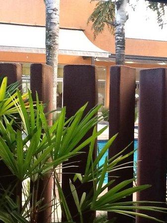 Baoba Hotel: vista quarto terreo lado par