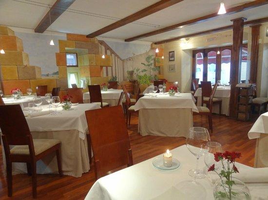 Arbidel restaurante: Acogedor y calido comedor.