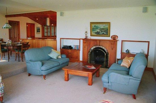 Fernbrook Beachfront Cottage & Apartment Accommodation : Cottage sitting room