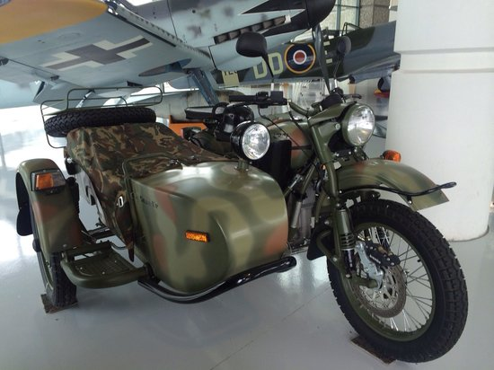 Evergreen Aviation & Space Museum: Antique motorcycle with sidecar!