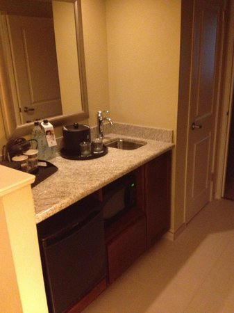 Embassy Suites by Hilton Tampa - Downtown Convention Center: Wet Bar