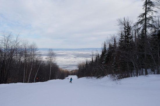 Le Massif de Charlevoix: Nice view and a wide open smooth ski run.