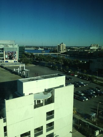 Embassy Suites by Hilton Tampa - Downtown Convention Center: View from 9th floor window.