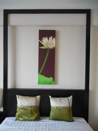 Ramada Plaza Bangkok Menam Riverside: Thailand decore in the Menam Riverside hotel room